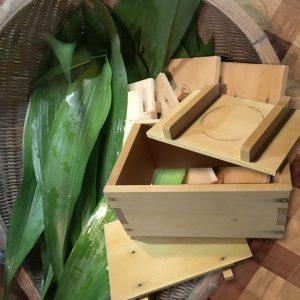 バランと木箱