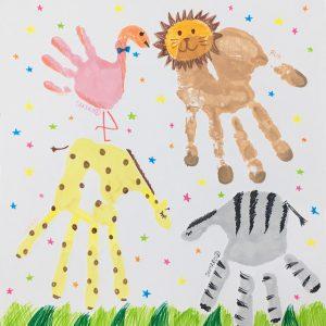 家族で手形アート完成